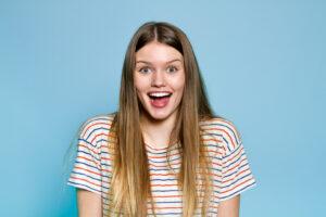 Aparatul dentar Invisalign – cât de recomandat este pentru copii şi adolescenţi
