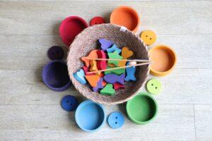 Creativitate prin simplitate, cu jucăriile din lemn